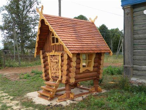 Детский домик из бревен